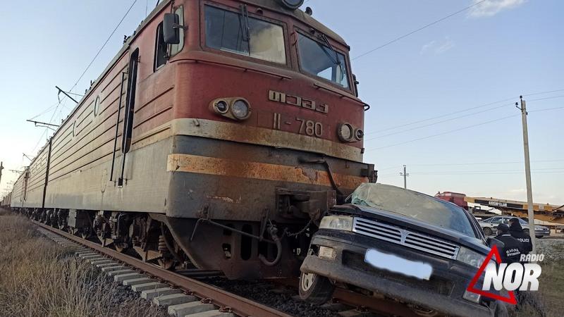 Поезд сбил автомобиль на железной дороге Мамзара-Ниноцминда