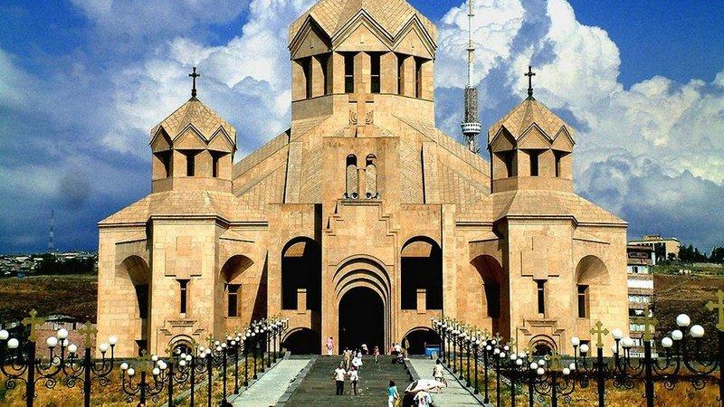 Св. Эчмидзин приветствовал предложение Пашиняна лидерам духовенства о диалоге