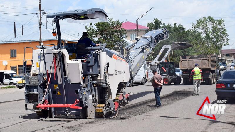 Продолжается ремонт дорог в городе Ниноцминда