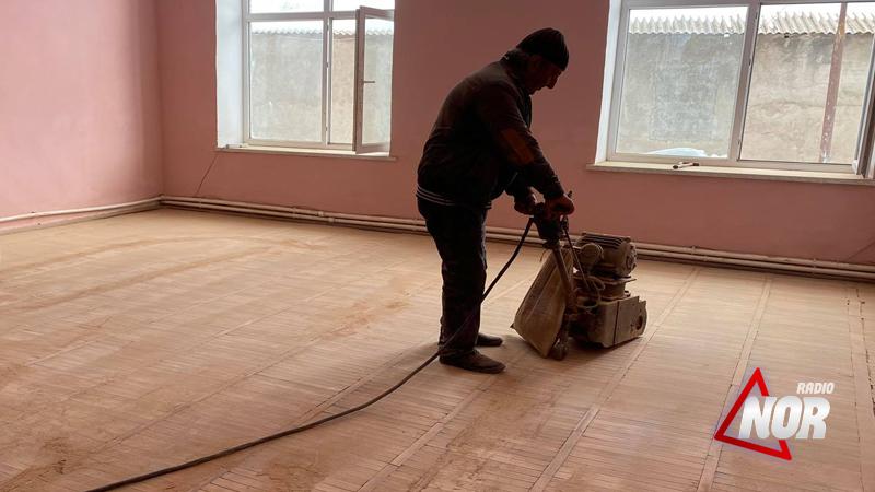 Работники Центра культуры своими усилиями проводят частичный ремонт