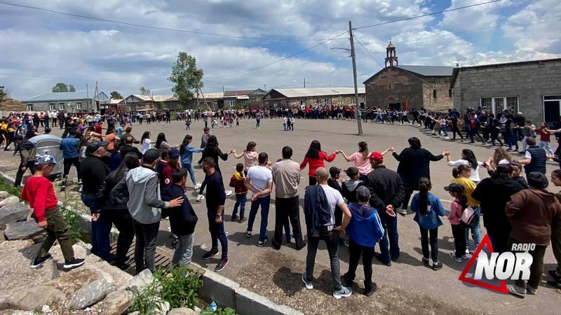"""Праздник цветов """"Катнабур"""" в селе Малые Ханчалы/ видео,фото"""
