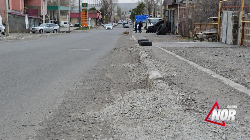 Если не собираетесь делать не обещайте. Тротуары на улице Свободы еще не отремонтированы