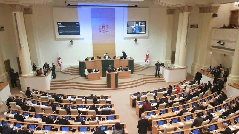 Парламент принял поправки к Избирательному кодексу Грузии во втором слушании