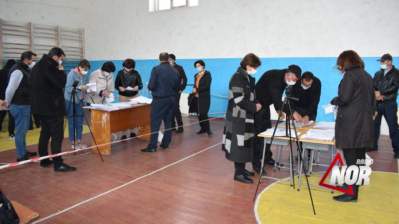 В Ниноцминда проводится пересчёт бюллетеней на пяти избирательных участках