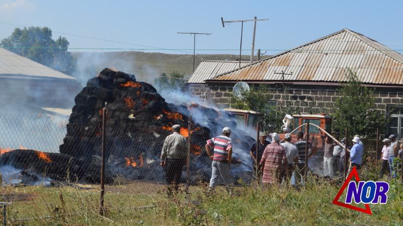 Сгорело 850 тюк сена в селе Б.Арагял