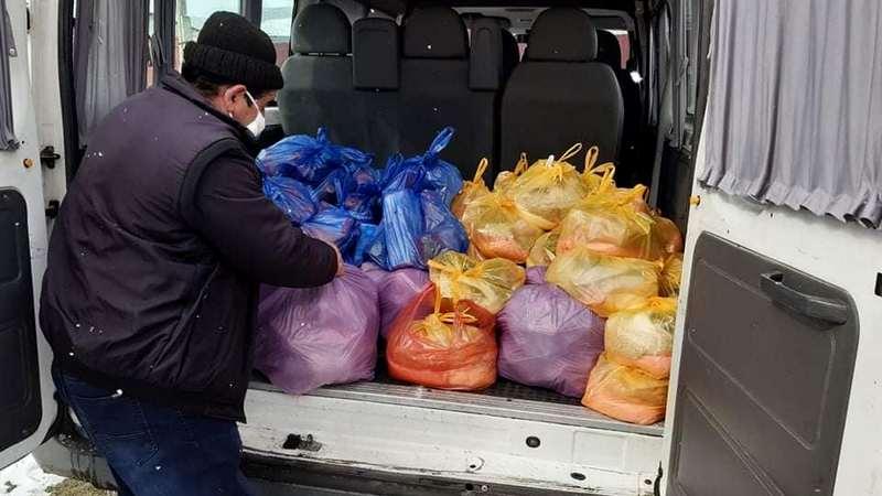35 социально необеспеченных семей получили помощь/фото