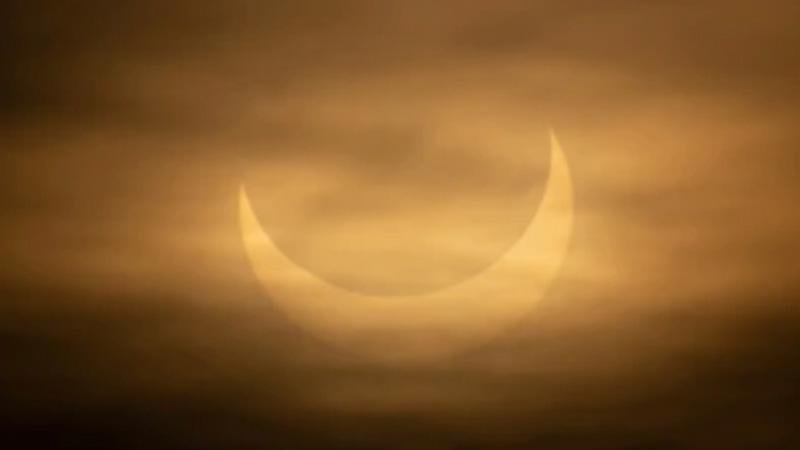 Редкое кольцеобразное солнечное затмение/фото