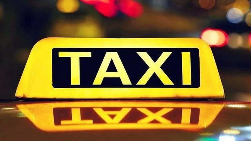Таксистам разрешили перевозить трех пассажиров