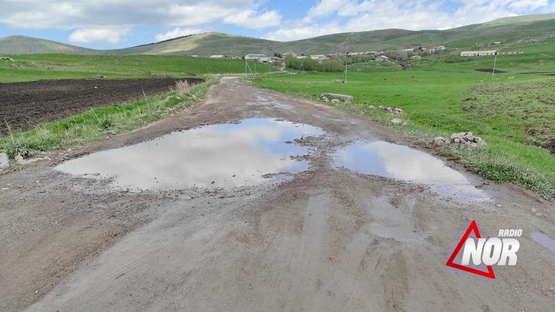 Жители села Учмана жалуются на плачевное состояние центральных и внутрисельских дорог