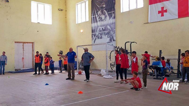 Команда Ороджалар -победитель игр веселых стартов в школьной спортивной олимпиаде